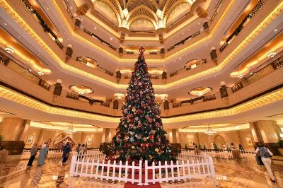 Festive Tree image (400x266)
